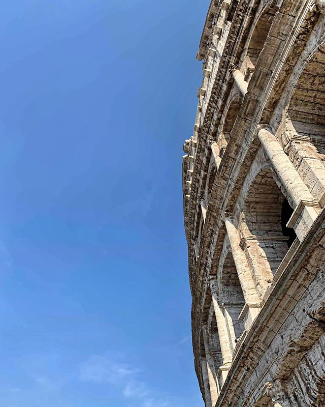 The colosseum. Completed 80 AD/CE. This is my second visit and I had completely forgotten how grand it is. . . . #colosseum #wheninrome #80ad #imperialrome