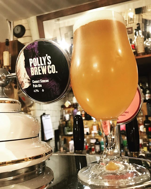 Now pouring Comet Simcoe 4.2% pale ale by @pollysbrewco grapefruit notes with a real good bitterness, classic American style pale and sessionable. This one won't hang around very long at all.  #beer #craftbeer #realale #paleale #pale #ipa #kegbeer #keg #craftnotcrap #manchester #mcr #m3