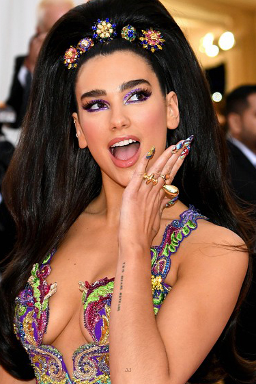 Dua Lipa wears VRAM Jewelry Rings Met Gala 2019 (1)