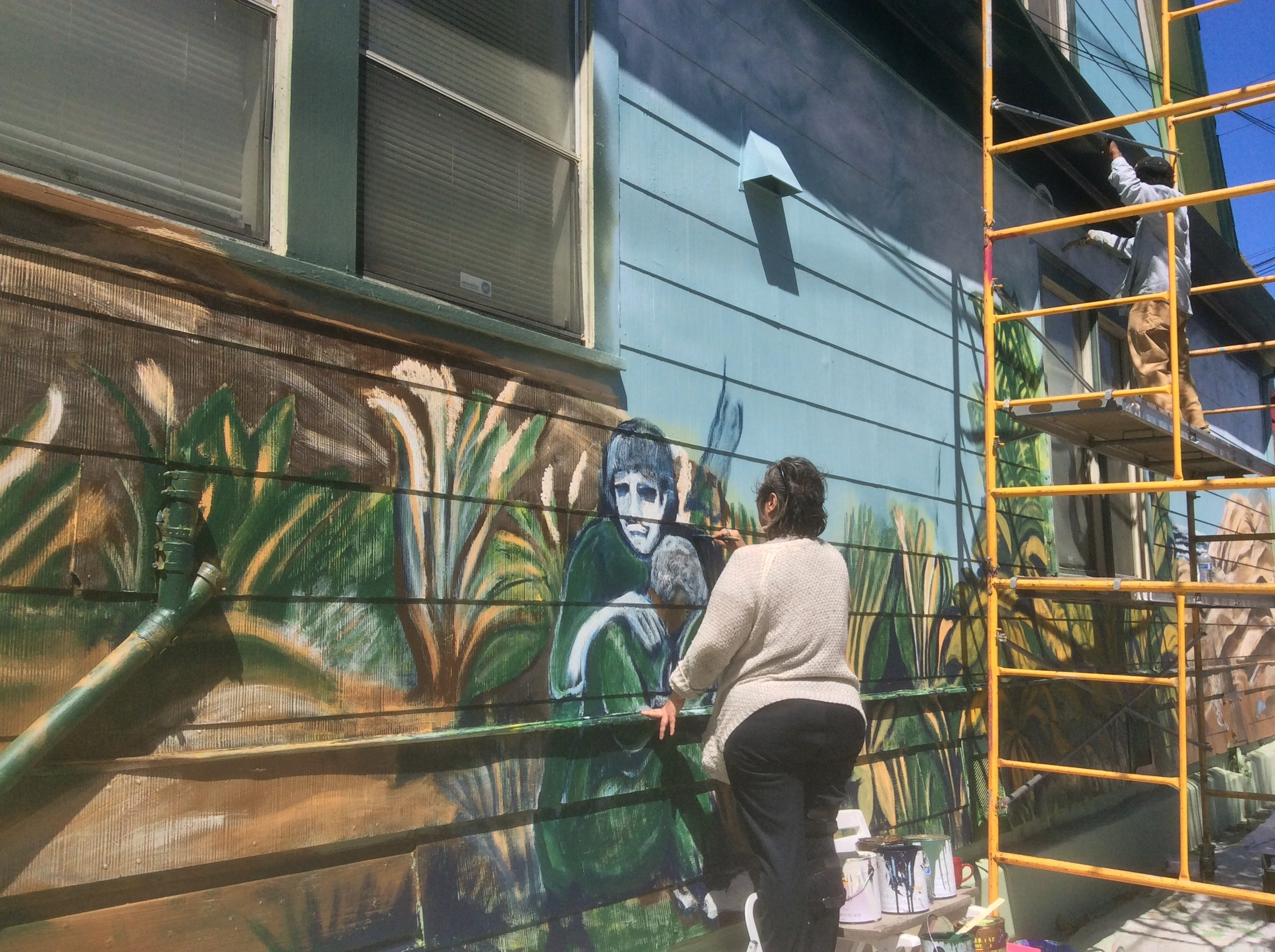 """Veterans Artists, Ann Reesman and Pasha Evins working on VRP's """"Faces of Veterans Through Artistic Expression"""" Mural Project"""