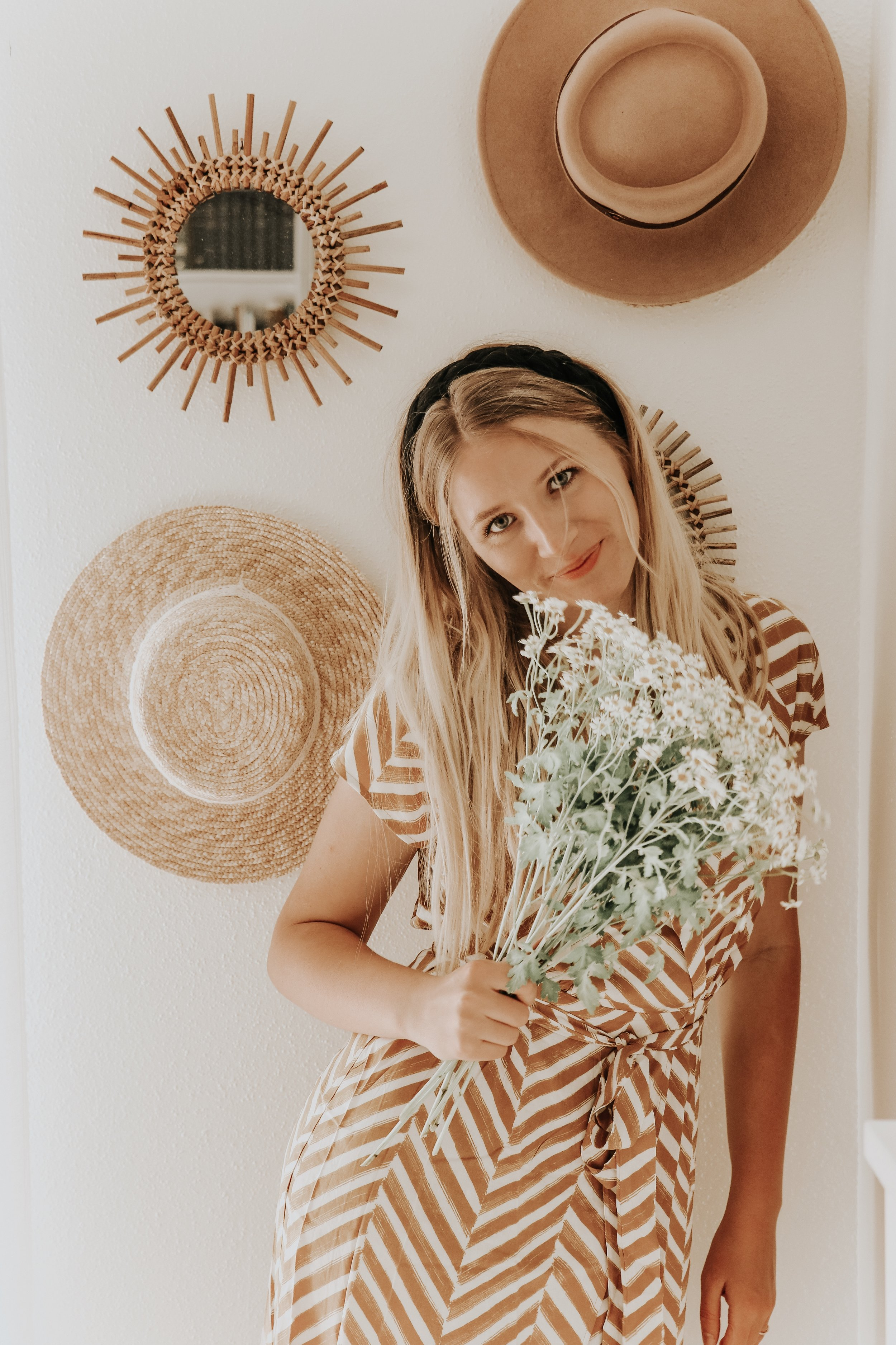 Hi y'all! I'm Anna Liisa, an artist, wife, and Jesus lover seeking to share the joy and grace found in Christ. I love worshipping by creating pieces of art. I believe He created us all to create, whether through art or another creative outlet. I hope to encourage, inspire, and bring light into the world by sharing Jesus. Ultimately, I want the Lord to bless me to be a blessing in the lives of others. Let's be friends!  Web:  annaliisamoss.com