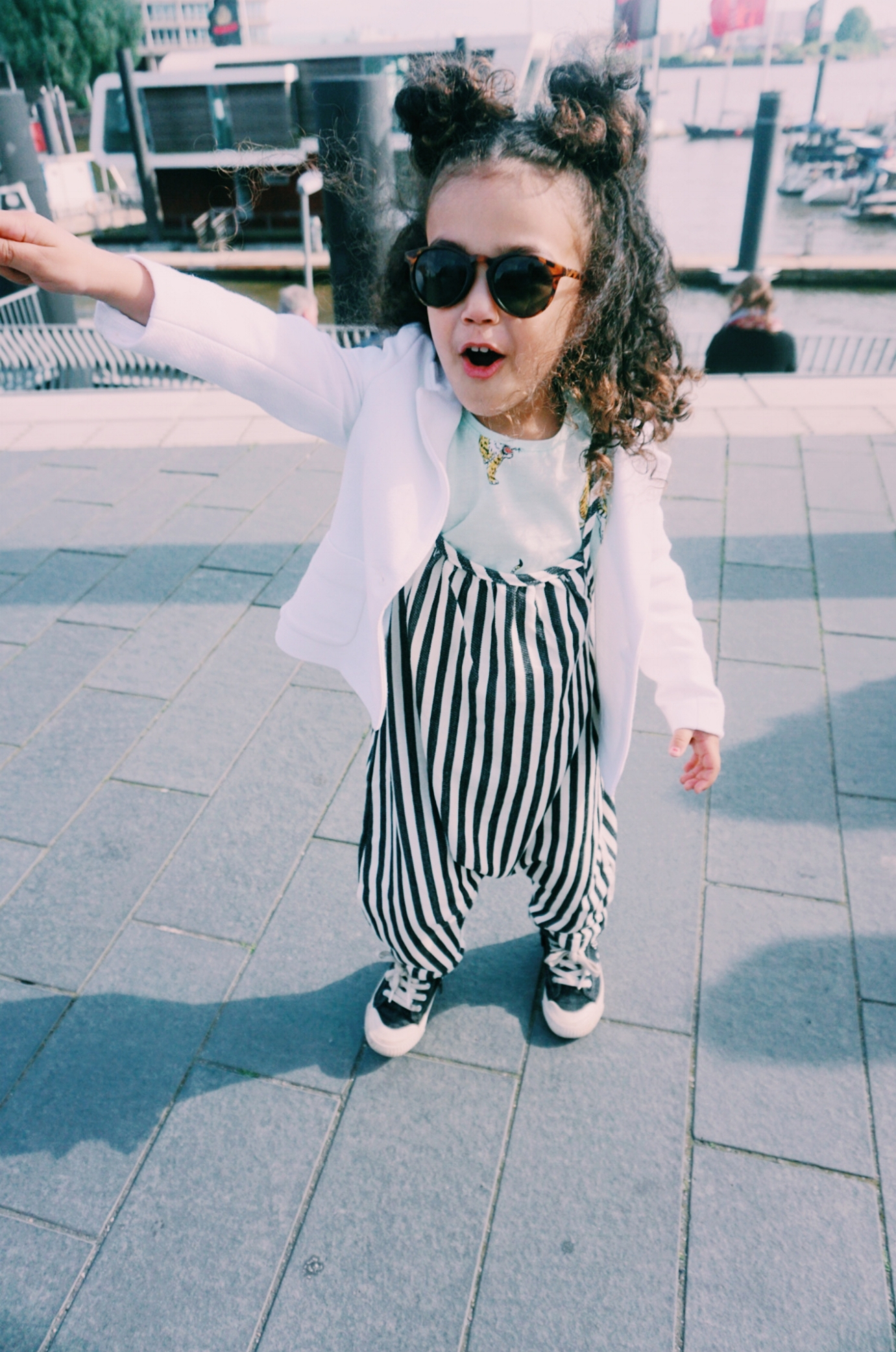 Ayla is wearing  OHMYBABY   please click  here  to find it.