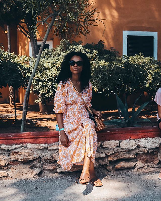 Get your best deals now with @nextofficial_de ! Find this dress on my Bio. https://www.thetinyrules.com/home/2019/6/30/three-essential-travel-outfits-for-this-summer
