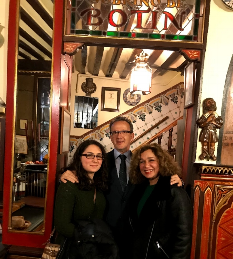 - With my niece and the owner of Botín.Art lovers know that Francisco de Goya is one of the Spanish masters whose work is featured in El Prado Museum. However, did you know that the artist worked in Cafe Botin as dishwasher and waiter when he was a teenager waiting to get accepted into the Royal Academy of Fine Arts?