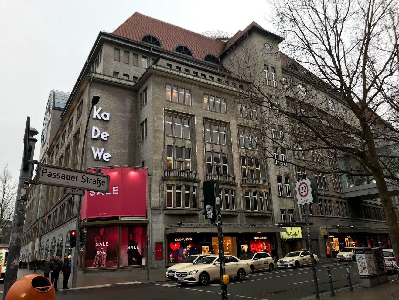 Famous Shopping mall old in Berlin.jpg
