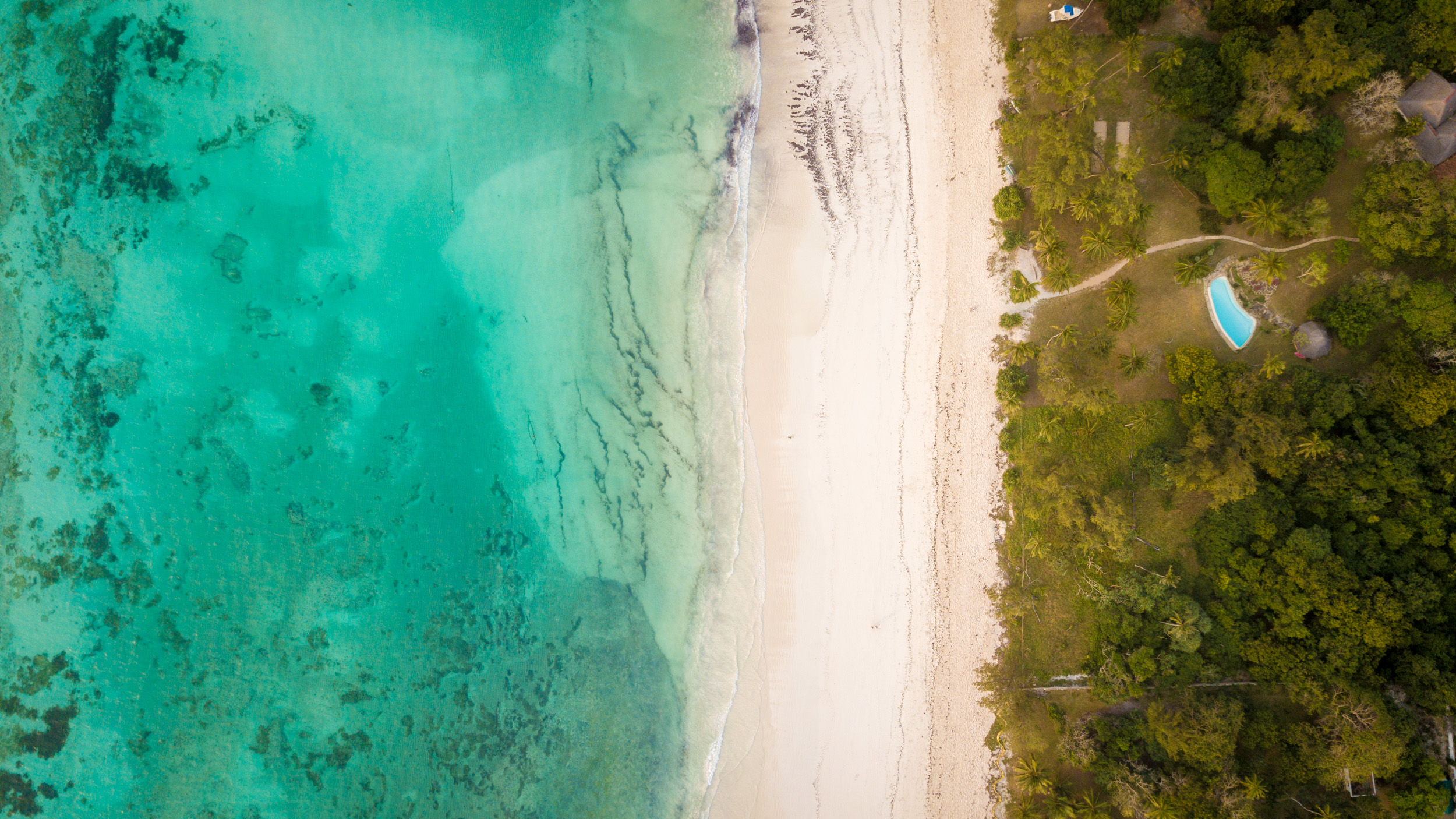 Diani Beach from above - the place I am staying is called Diani House - I can recommend it if you want a tranquil paradise-like place.