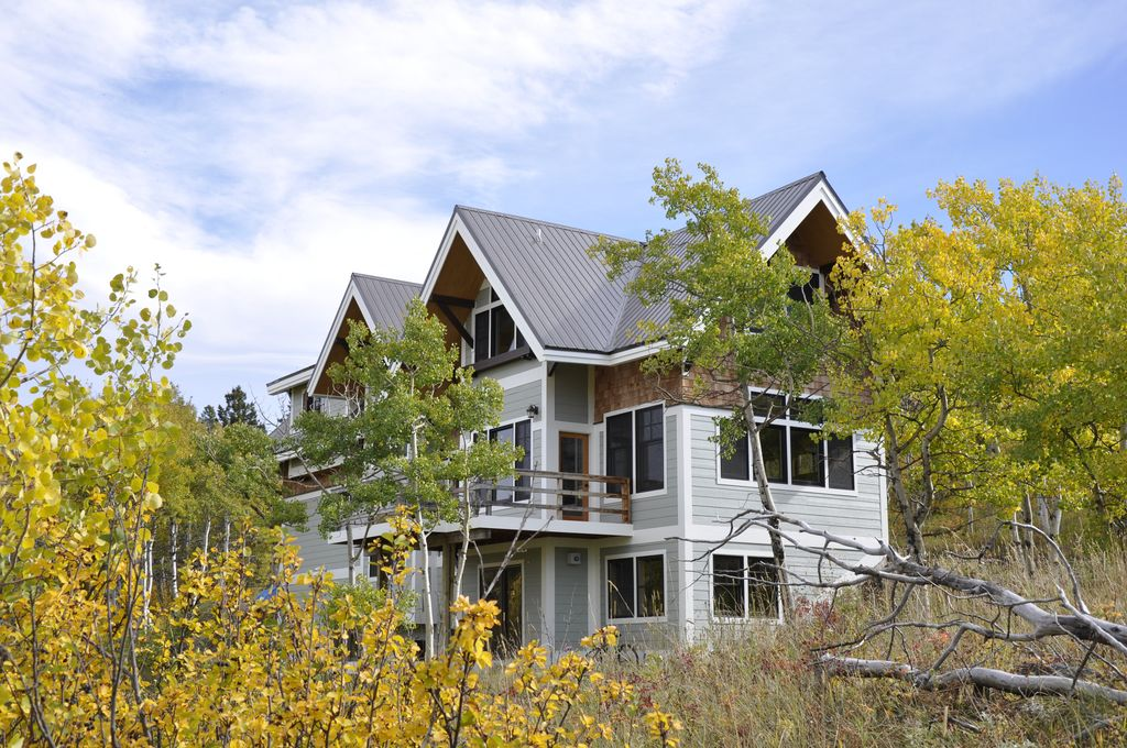 Enjoy three nights at a luxurious vacation home outside East Glacier. Sleeps 8 - 10 people. You choose the dates! Courtesy of Kurt Wall and Sandy Bailey. A great way to treat the family for a Badger or Glacier vacation. -