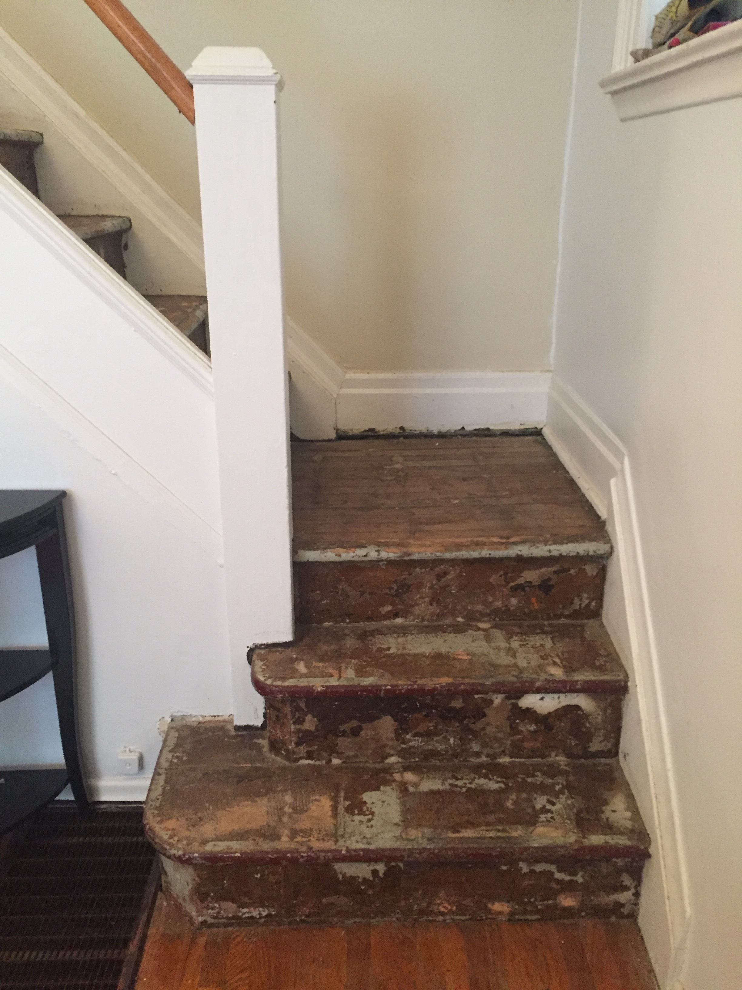 lesley-metcalfe-staircase-carpet-removed-from-bottom.JPG