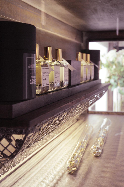 Inside The Perfumer's Barn / La grange du perfumeur