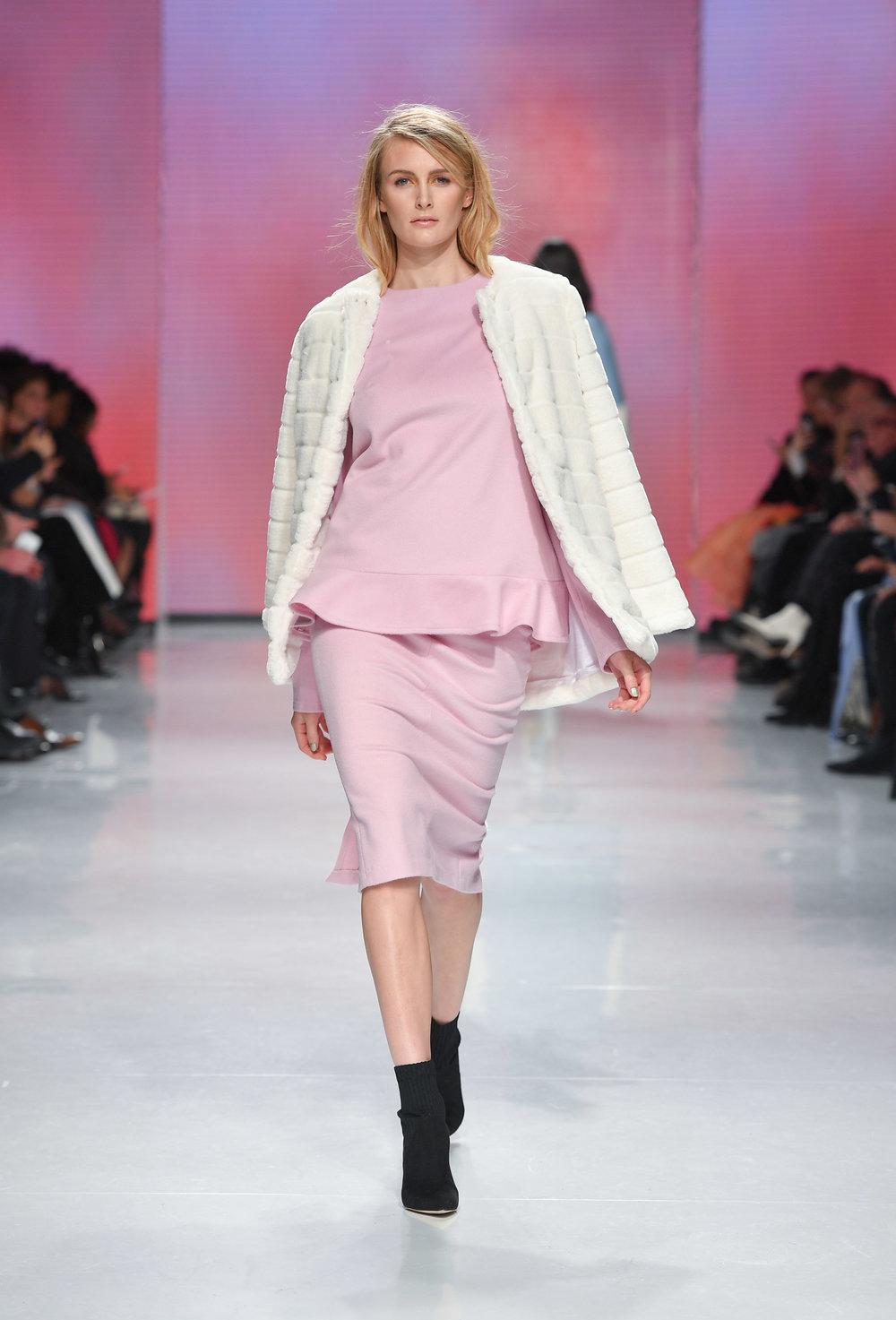 66388-hilary-macmillan-toronto-fashion-week-february-2018-yorkville-village-2.jpg