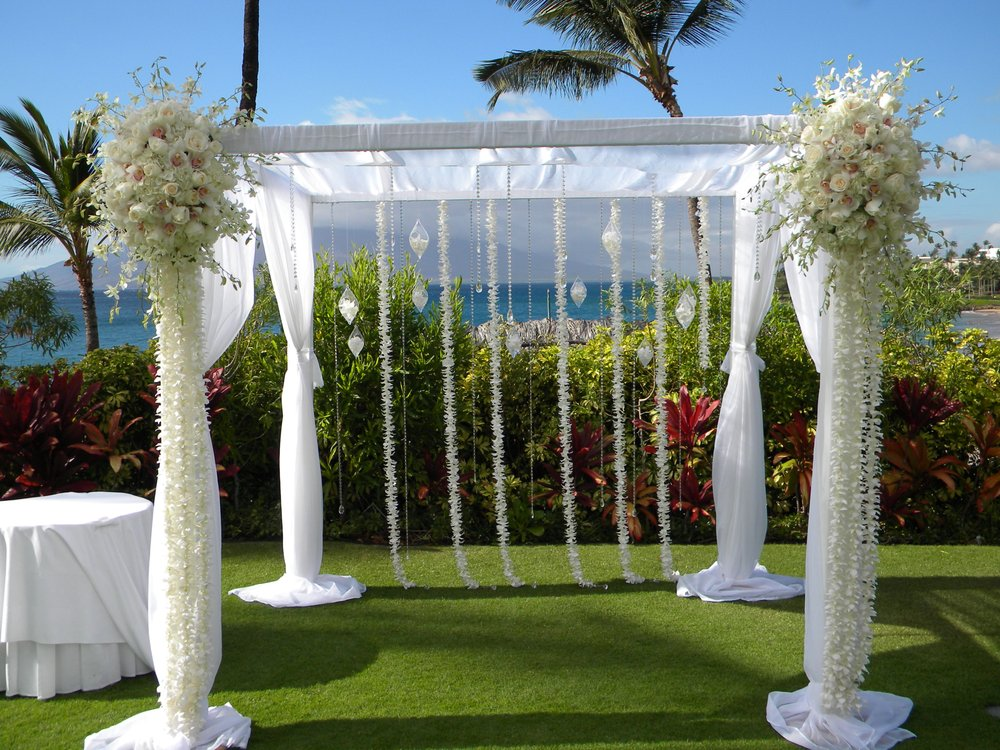 country-bouquets-florist-and-floral-arrangement-for-weddings-in-maui-hawaii 4.jpg