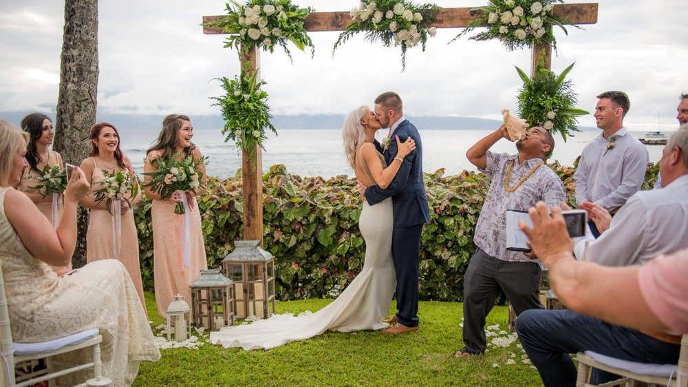 petals-florist-and-floral-arrangement-for-weddings-in-maui-hawaii 3.jpg