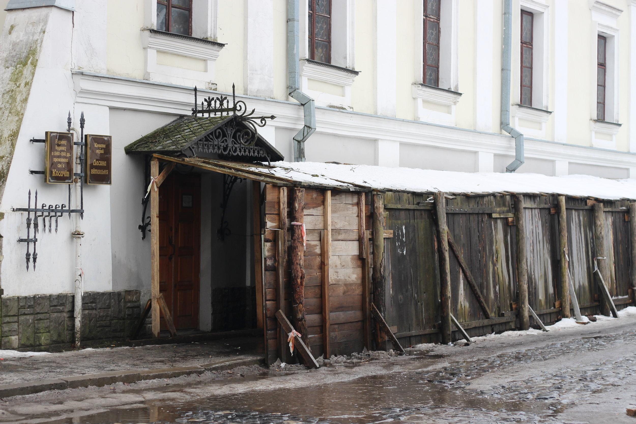 Poet Lesya Ukrainka lived here, in the Kosach family home.