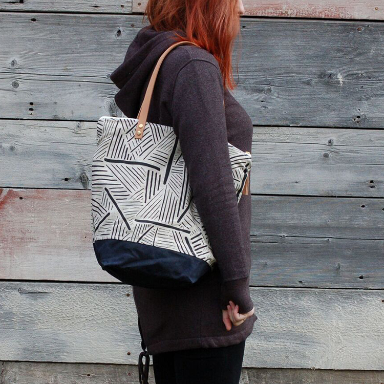 printed+tote+model+www.thread-and-paper.com.jpg
