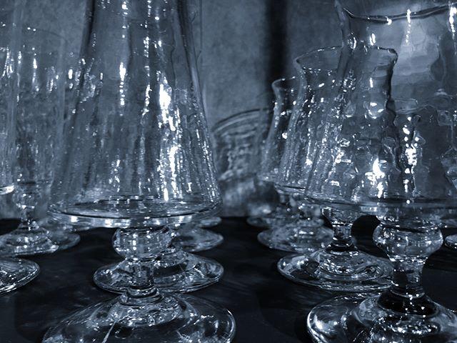 #西山芳浩 12/8-  明日より!今回はワイン🍷やシャンパン、カクテル🍸やロックグラスだって、シンプルなグラスもピッチャーもね。大人気で数が限られてる色グラスも^_^ キラキラ師走のパーティ支度