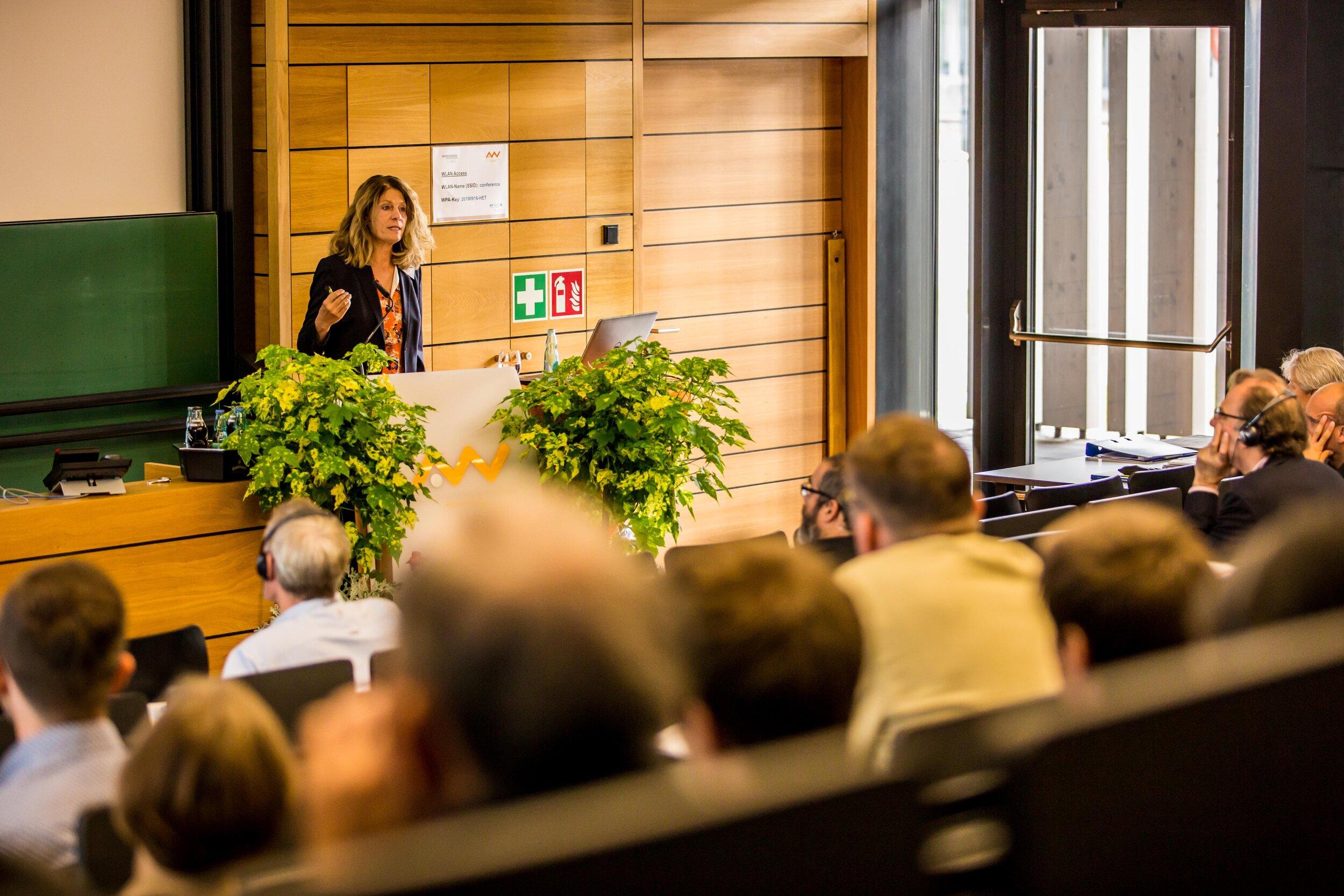 "Dr. Birgit Dietz during her presentation at the Technische Hochschule Amberg-Weiden on""Age- and dementia-sensitive architecture for healthcare facilities"".  Foto:Robert Neubauer_OTH Amberg-Weiden"