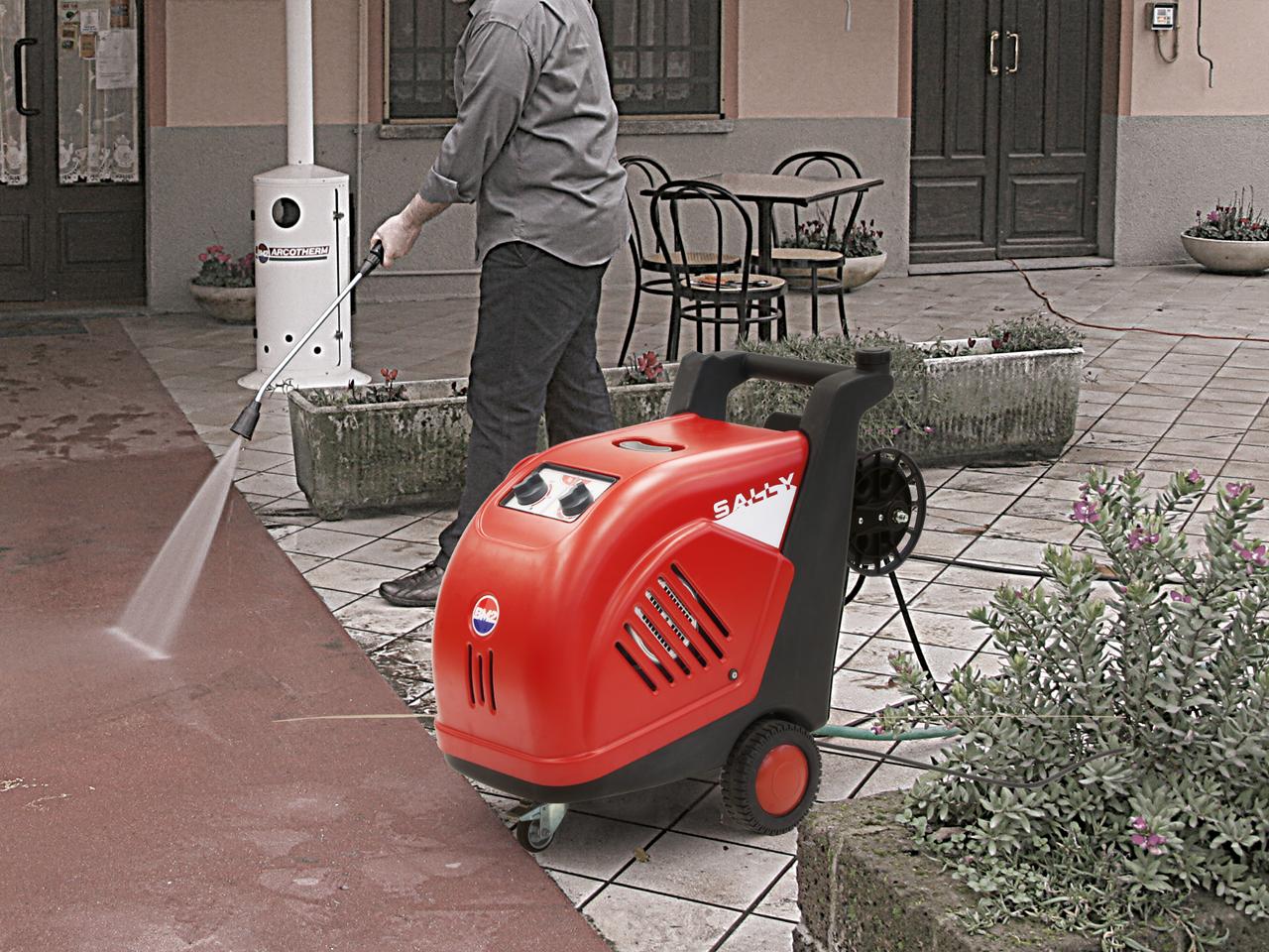 IDROPULITRICI AD ACQUA CALDA HOT WATER HIGH PRESSURE CLEANERS 2.jpg