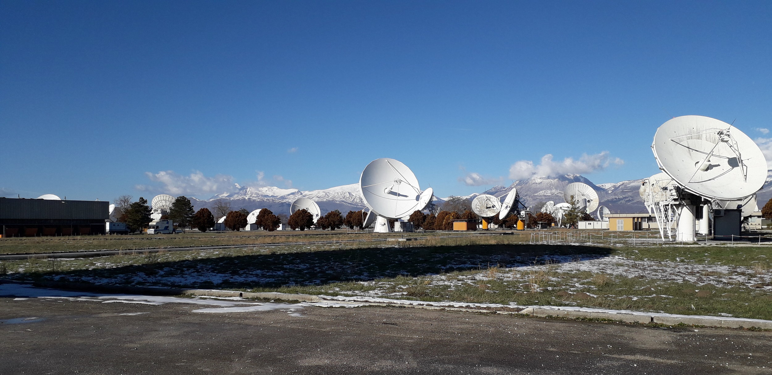 The problem of the center was the formation of ice in the winter on the antennas, and the consequent risk of malfunction. After a thorough study of the available space we opted for the installation of HOT AIR GENERATORS IN LOW-PRESSURE DIRECT COMBUSTION, the models GA / N that thanks to their characteristics have proved ideal for the task required.