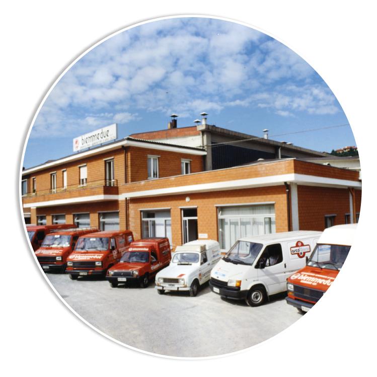 INIZIO PRODUZIONE - A seguito della chiusura della ARCOM S.p.A., la BIEMMEDUE S.p.A. rileva le attrezzature ed inizia la produzione di generatori d'aria calda e Idropulitrici per il mercato locale ed italiano.