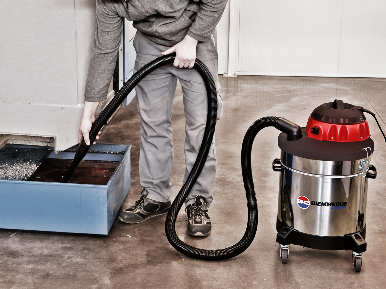 ASPIRALIQUIDI_PROFESSIONALE_PER_SEPARAZIONE_E_RECUPERO_DI_OLIO_EMULSIONATO_E_TRUCIOLI_ASPIRATRUCIOLI_ASPIRA_OLIO_PROFESSIONAL_VACUUM_CLEANER_FOR_PICK_UP_AND_SEPARATION_OF_EMULSIFIED_OIL_AND_CHIPPINGS.jpg
