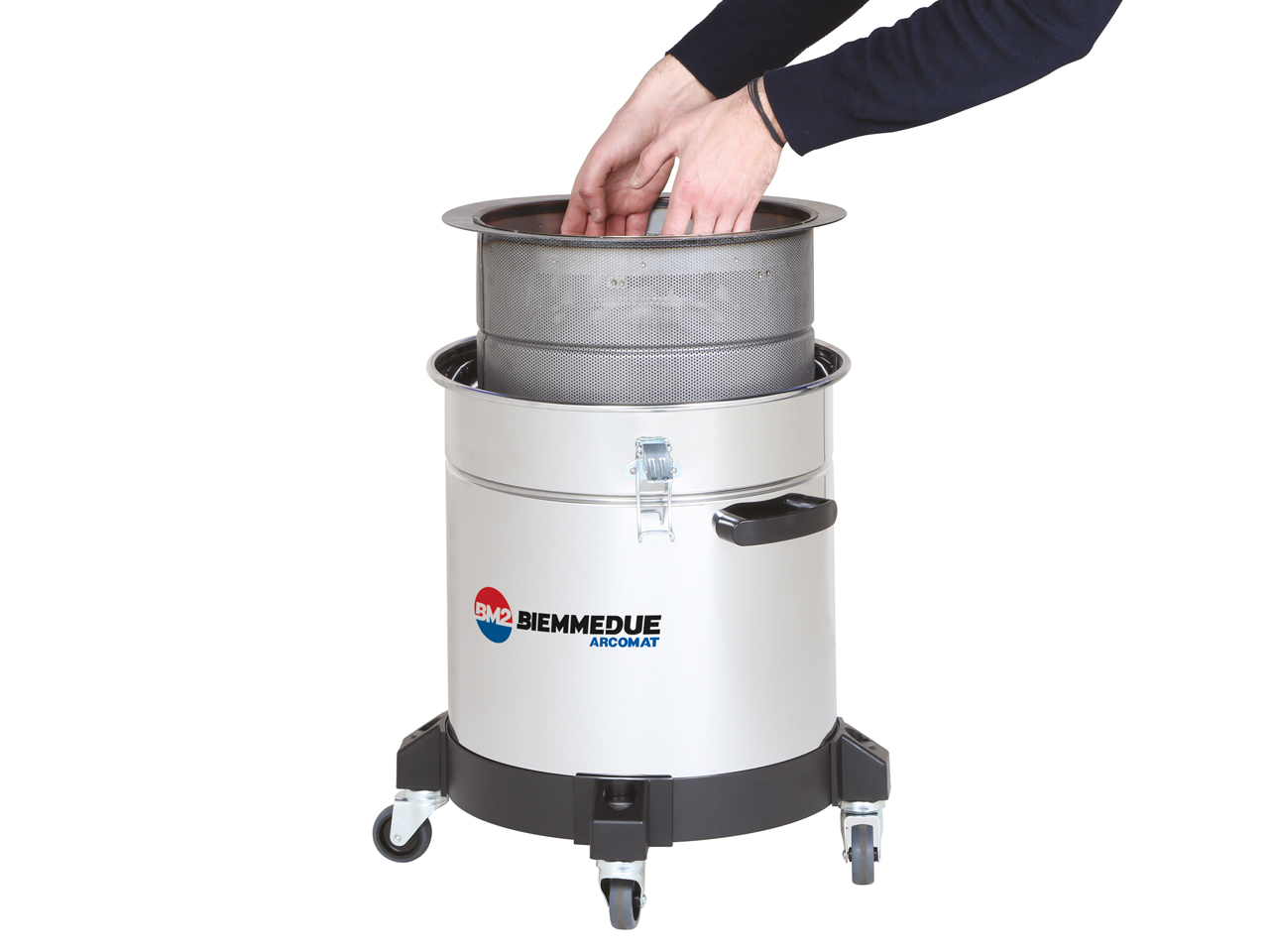 BIEMMEDUE, a leading company in the sector of industrial and professional cleaning machines, with a wide range of ARCOMAT brand products, developed in Cherasco, Piedmont, presents Maxim 40 M oli, the professional liquid vacuum cleaner designed specifically for separation and recovery of emulsified oil and shavings.