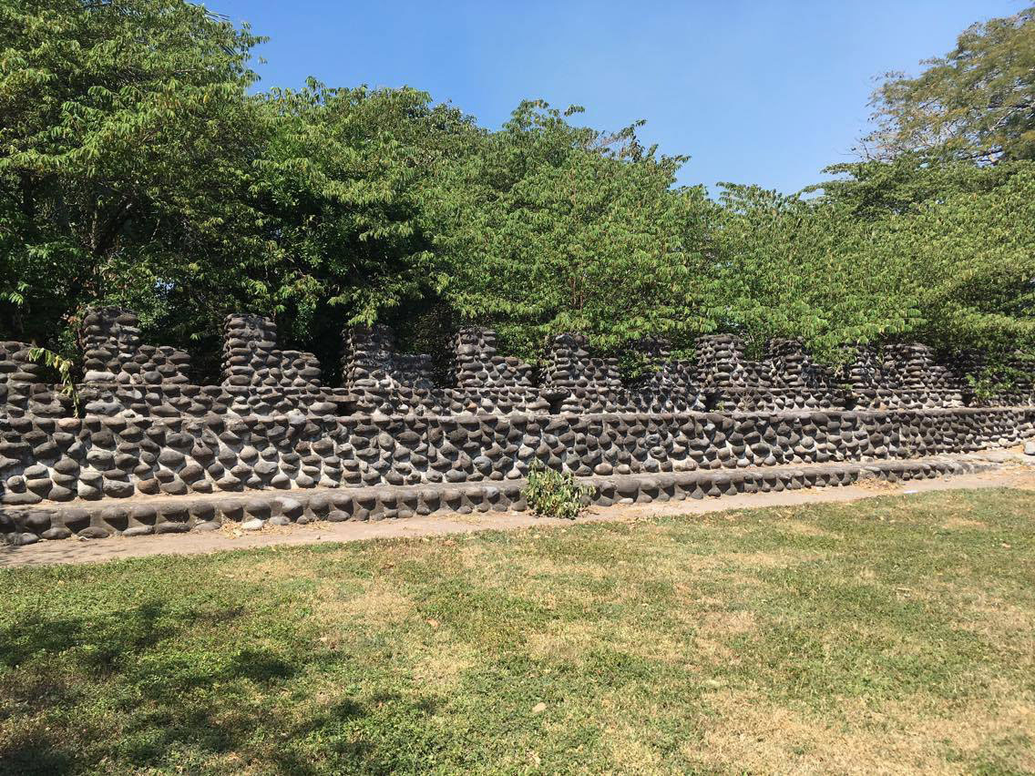 The wall with 'teeth' around the ceremonial centre