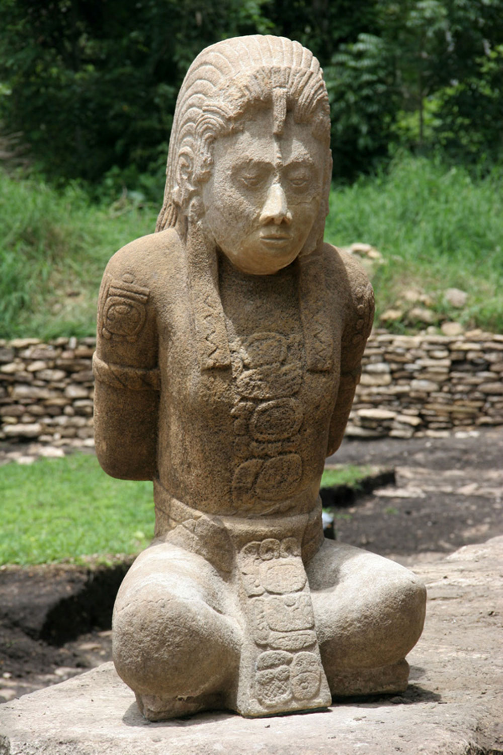 Captive from Palenque at Toniná (paper slips in ears for humiliation).