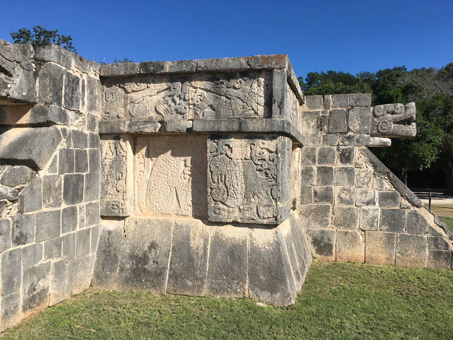 The Platform of Eagles and Jaguars. Left:The jaguar passing the human heart to the eagle, who is devouring it.