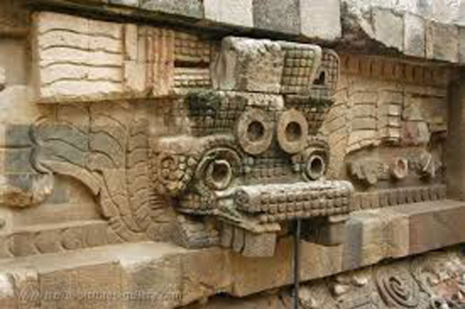 Tláloc with serpentine headdresses in Teotihuacán, an avatar of Quetzalcóatl? Credit: Pinterest.