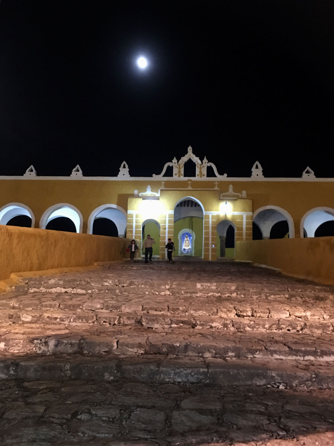 The Franciscan convent was built over the Mayan temple Ppap Hol Chak ('The house of the Rays'), the residence of important Maya lineages.