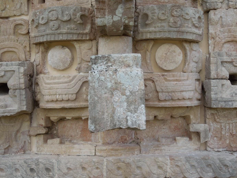 The mask at Kabáh.