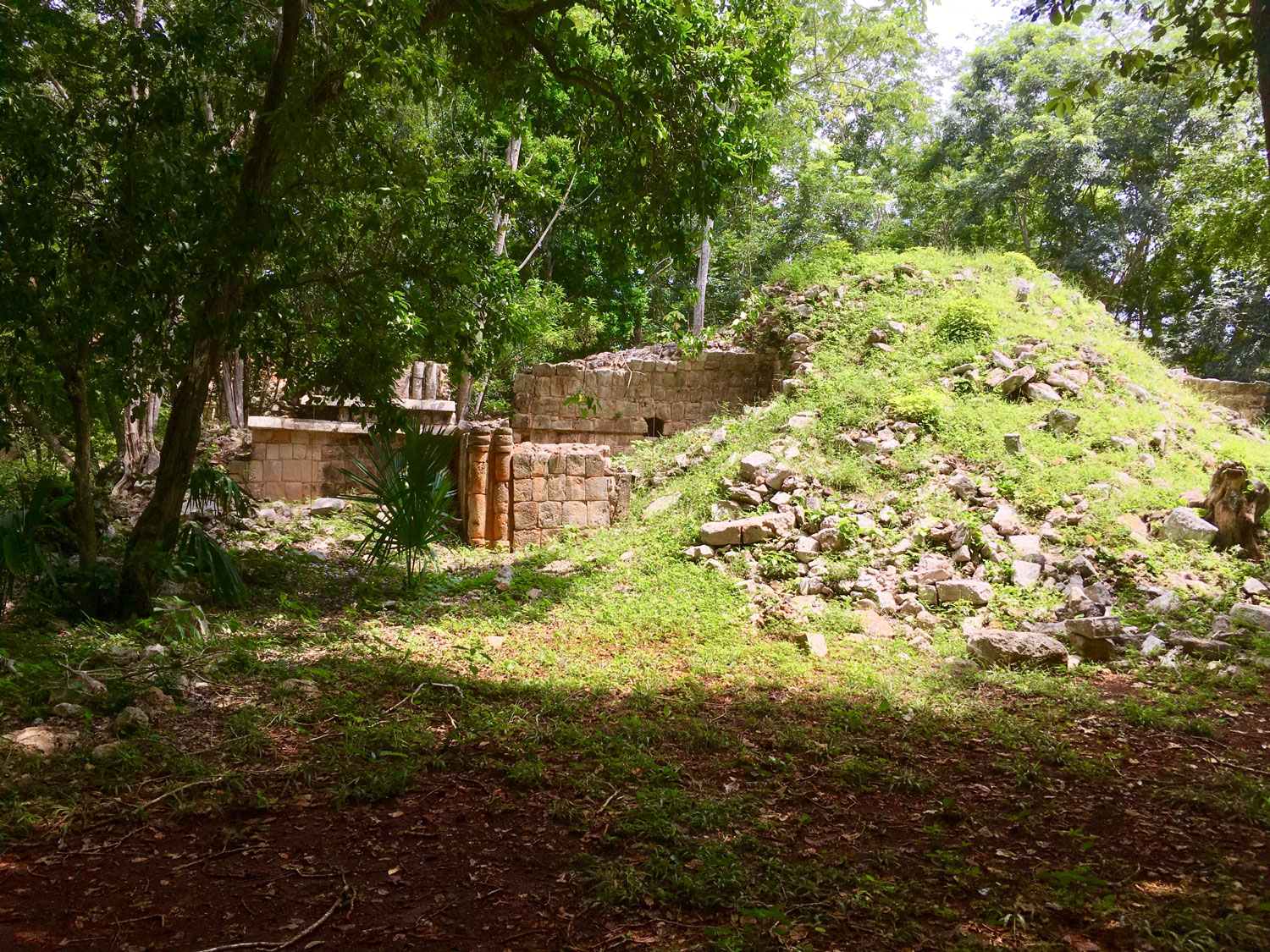 Ruins of domestic structures (2B5) near the Palace.