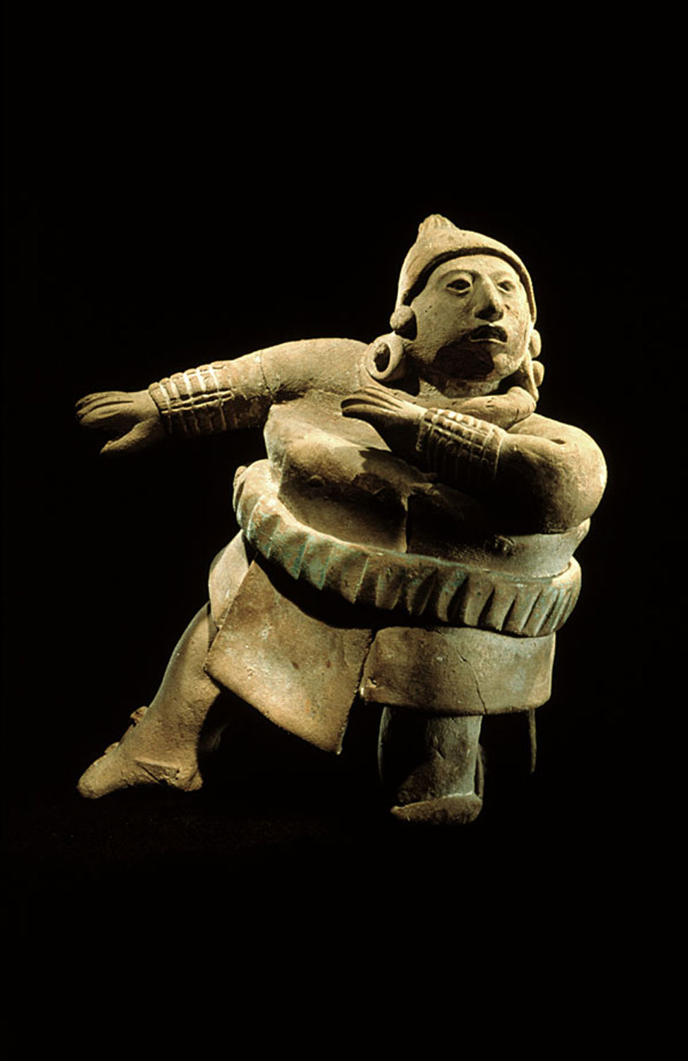 Jaina Island ball player with protective gear, Campeche, 600-900 AD. Source:  pinterest.com.mx .