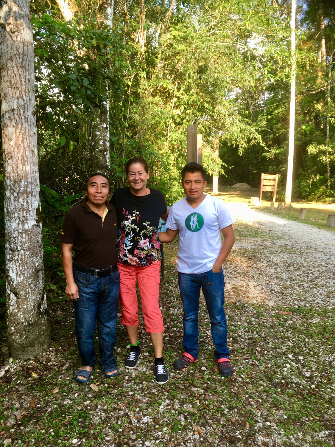With the owner of the restaurant and his nephew, at the camp Río Lacanjá.