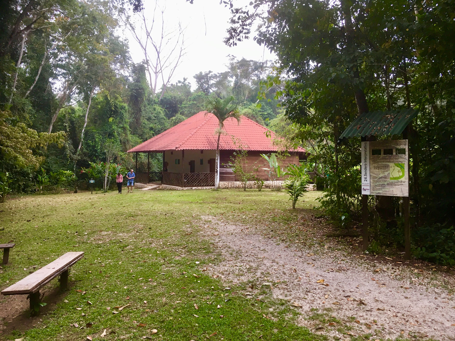One of the cabañas for our group. Right: the restuarant.