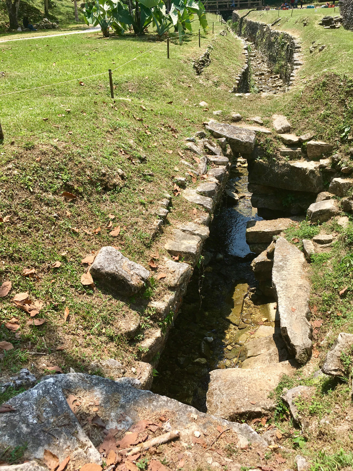 The visible part of the aqueduct in the main plaza with water from the Otulum River.