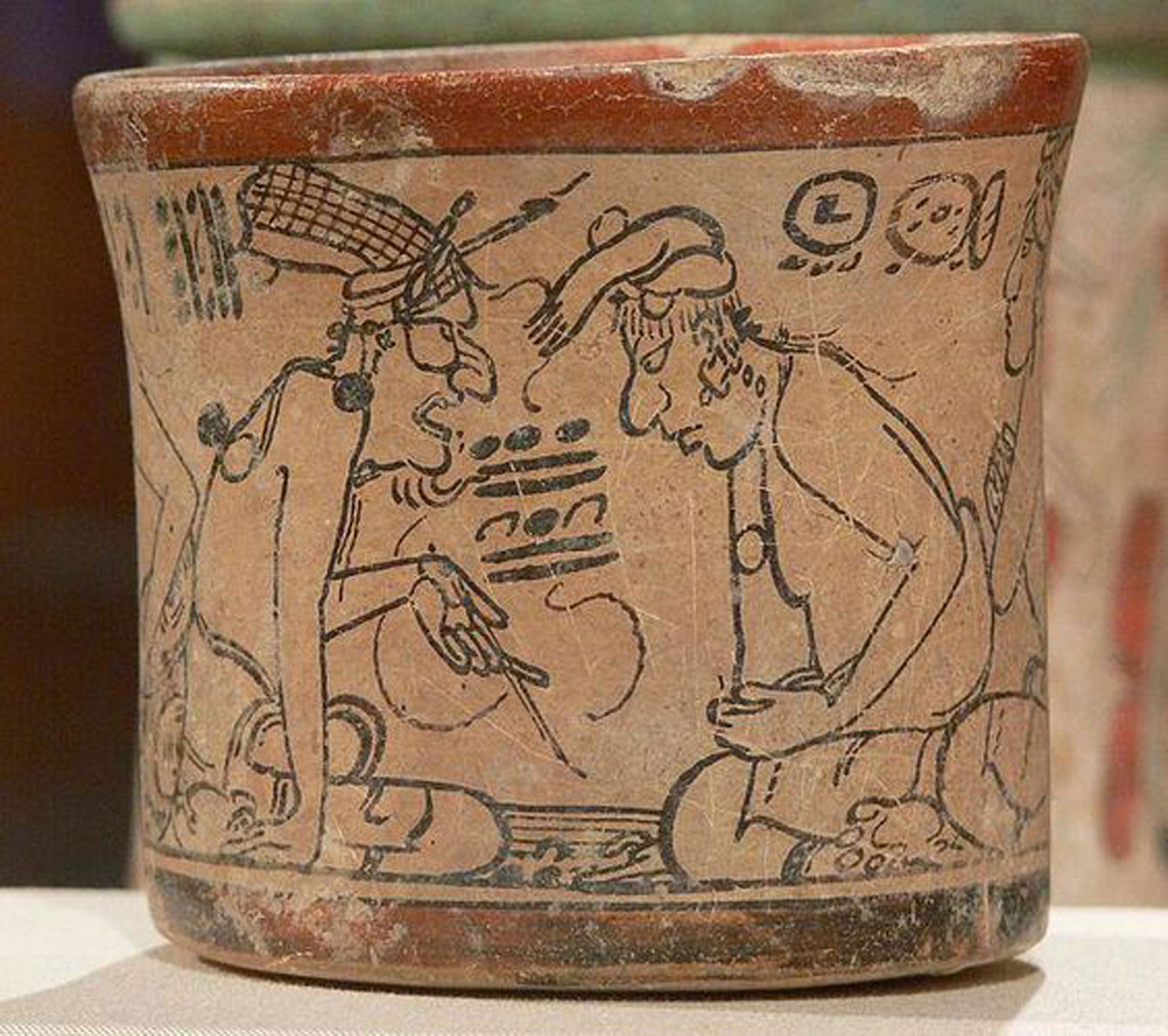 Maya codex-style vessel: the deity Pauahtun instructing a scribe, 600-900 AD. Now in the  Kimbell Art Museum . Source:  pinterest.com.mx .