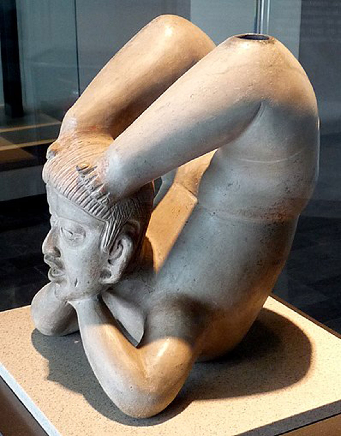 Tlatilco Acrobat (the valley of Mexico), 1300 - 800 BC:  wikipedia.org .