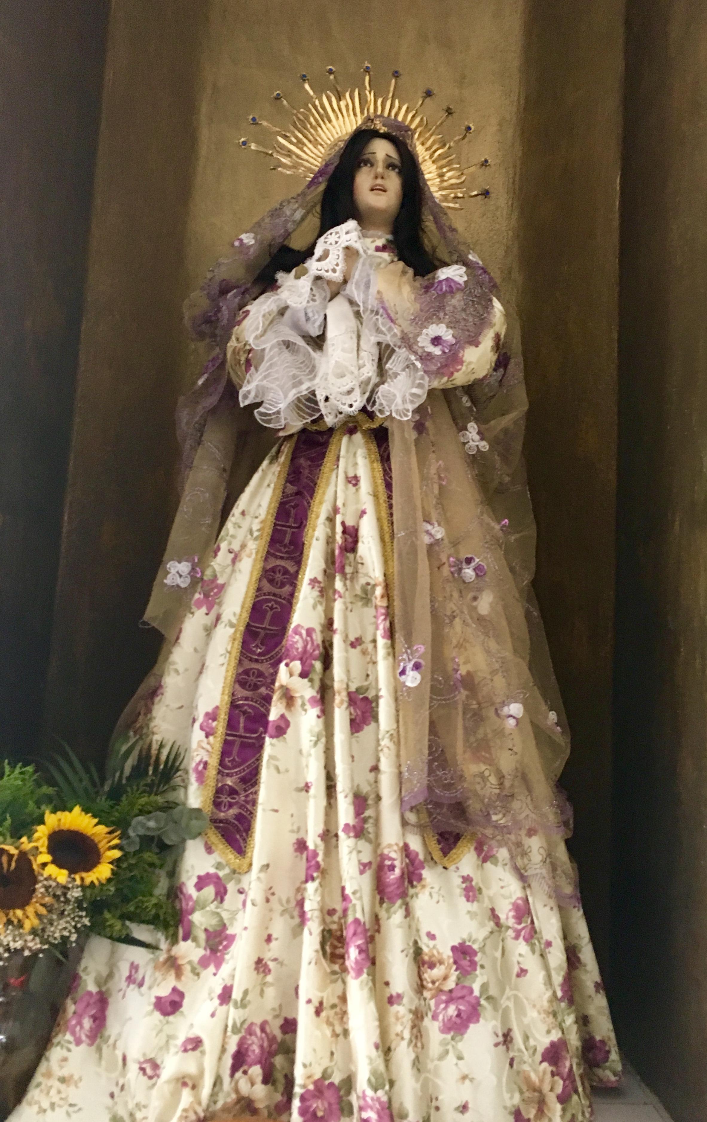 The virgin statues at la Parroquia de Nuestra Señora del Carmen.