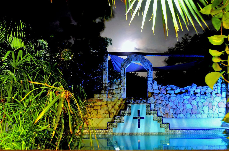 Santo Domingo's icon, the pool. Source:  izamalhotel.com .