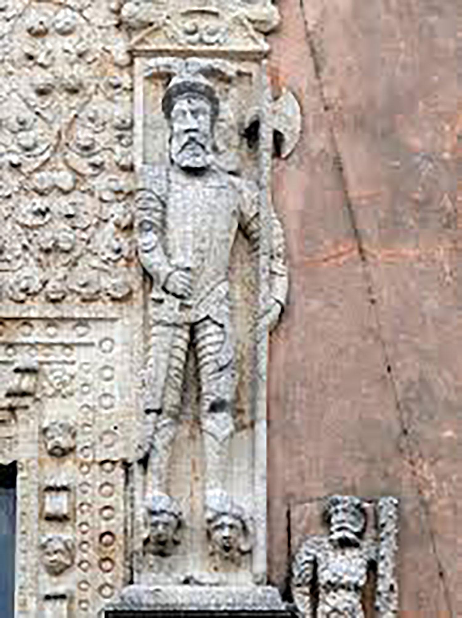 Spanish halberdier on the façade of the house.