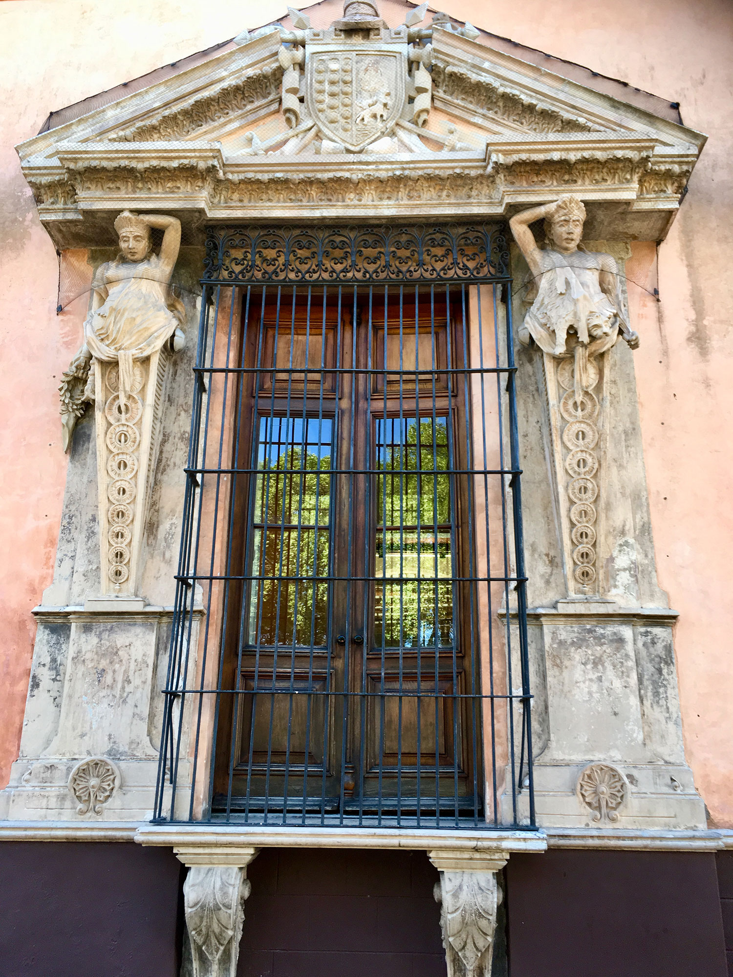 The figures that support the windows remind me of the Maya Bacabs (deities). They were holding up the sky. A coincidence?