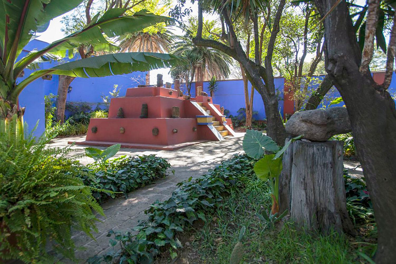 The garden with a pyramid replica.