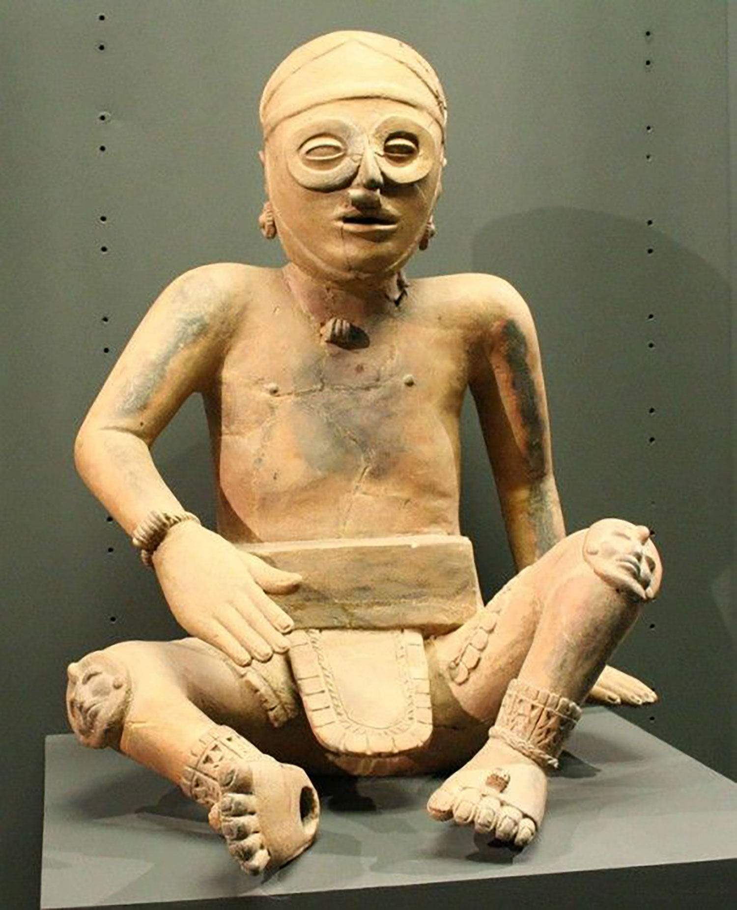 Ballplayer, 300-900 AD, Veracruz, Mexico:  pinterest.com.mx .