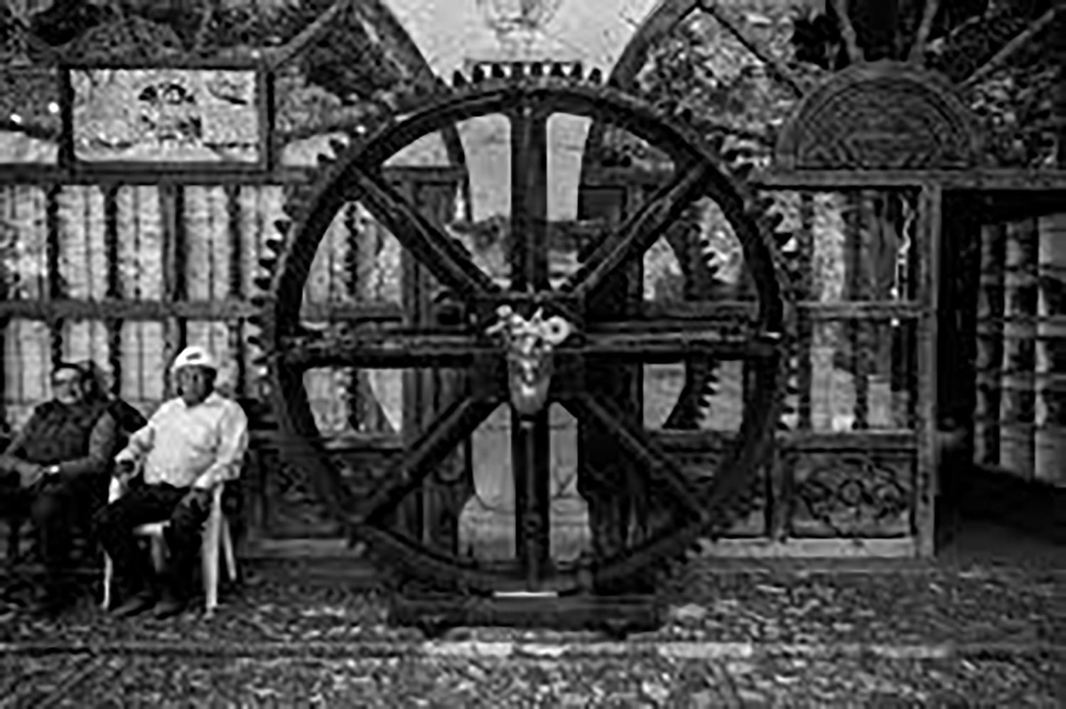 Old Miners and a Wheel, by Gustavo Thomas:  flickr.com .