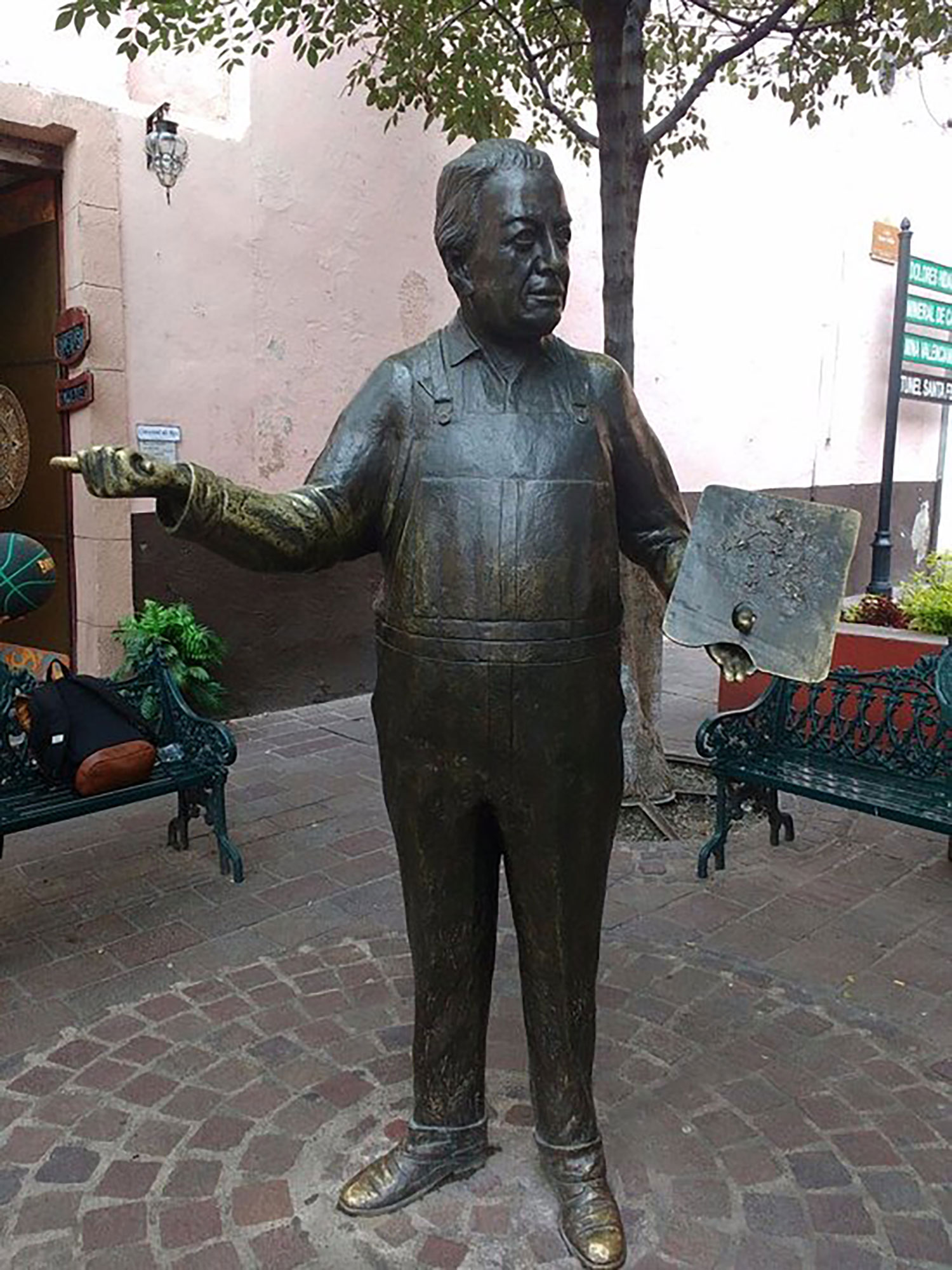 Diego's statue at the museum.