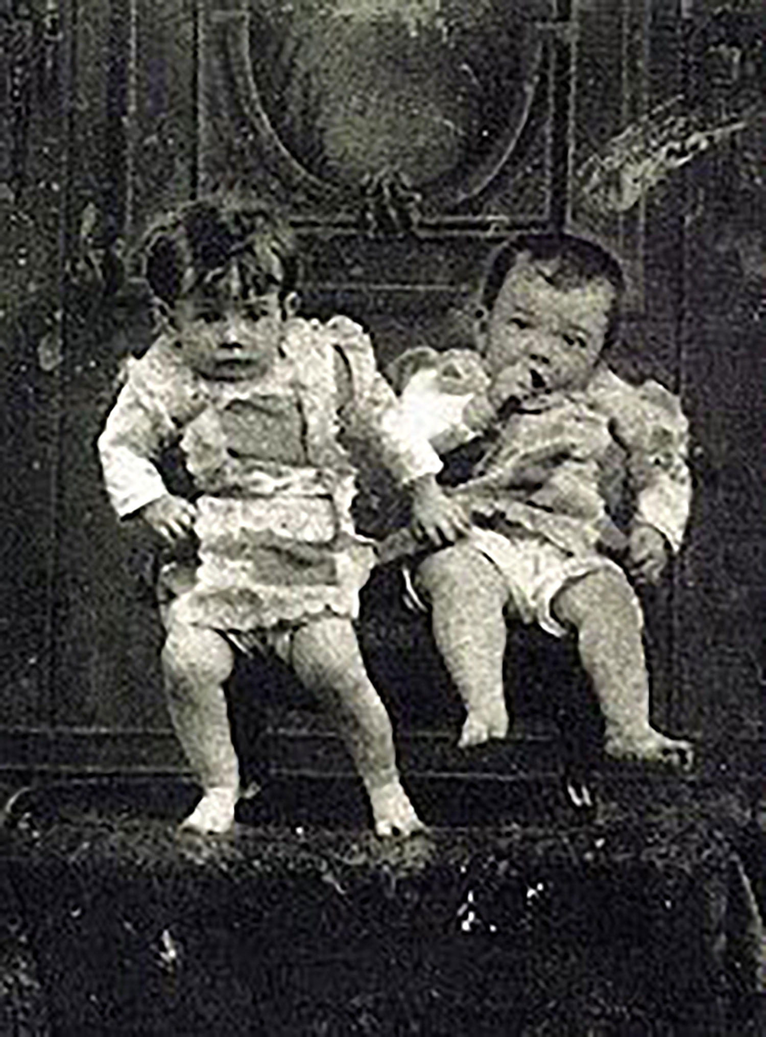 Diego with his twin brother (1 year old):  pinterest.de .