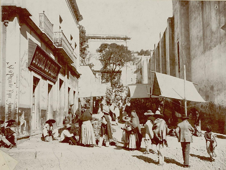 Guanajuato in 1890:  flickr.com .
