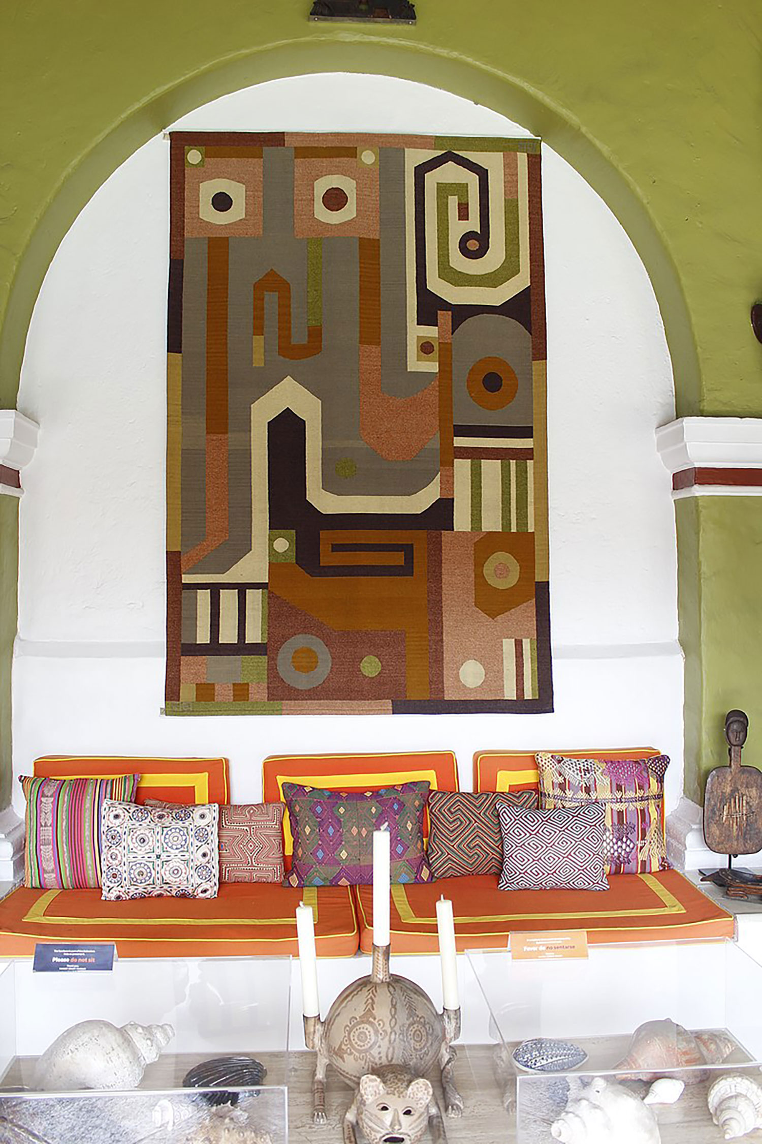 Wall detail from the living room:  commons.wikimedia.org .