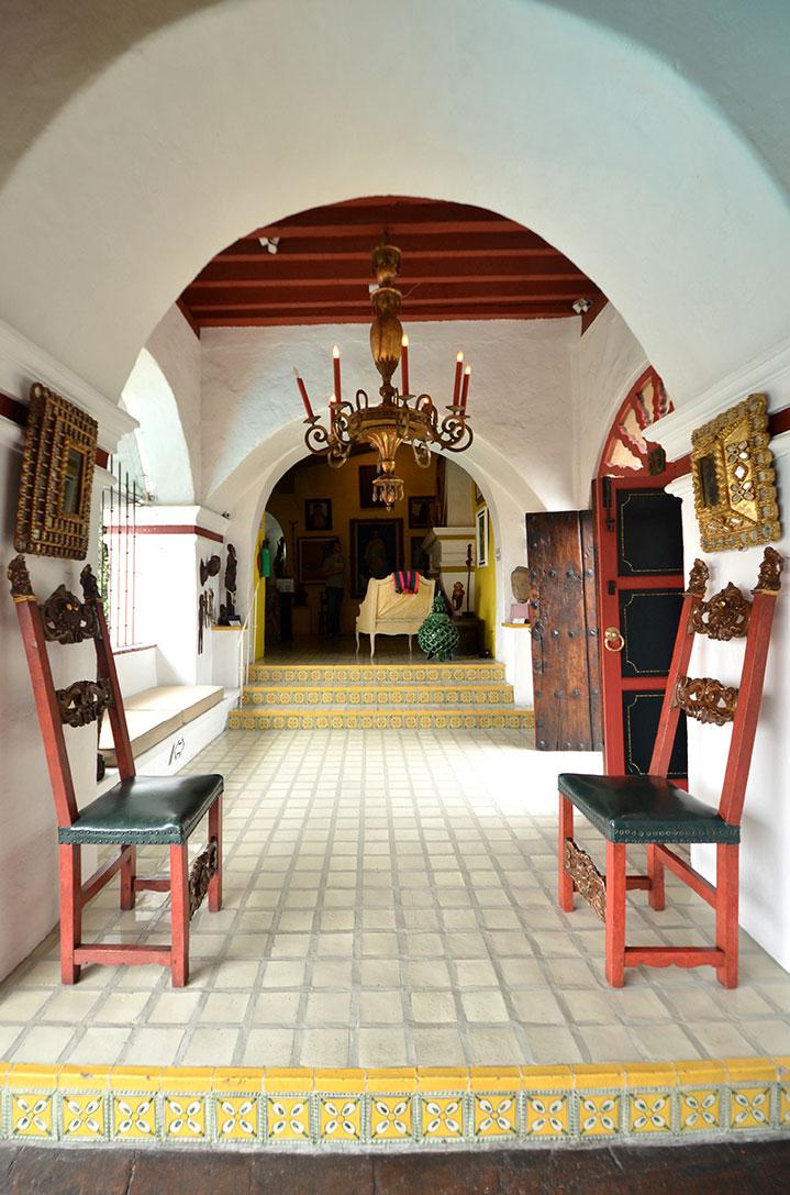Corridor:  museorobertbrady.com .